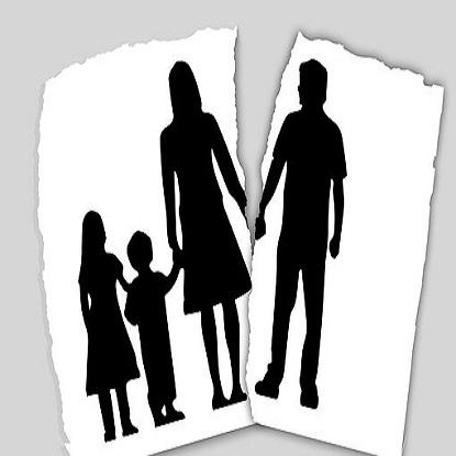 family-3090056__340